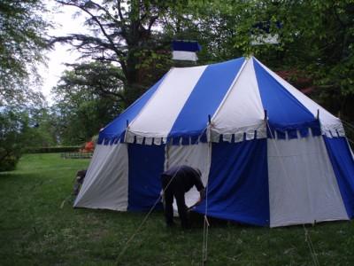 La tente de commandement dans le parc du Château de Penthes