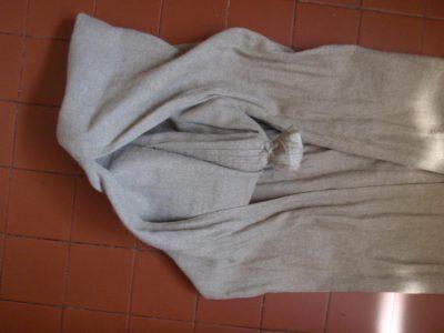 Extremité nouée du sac, visible à travers l'ouverture